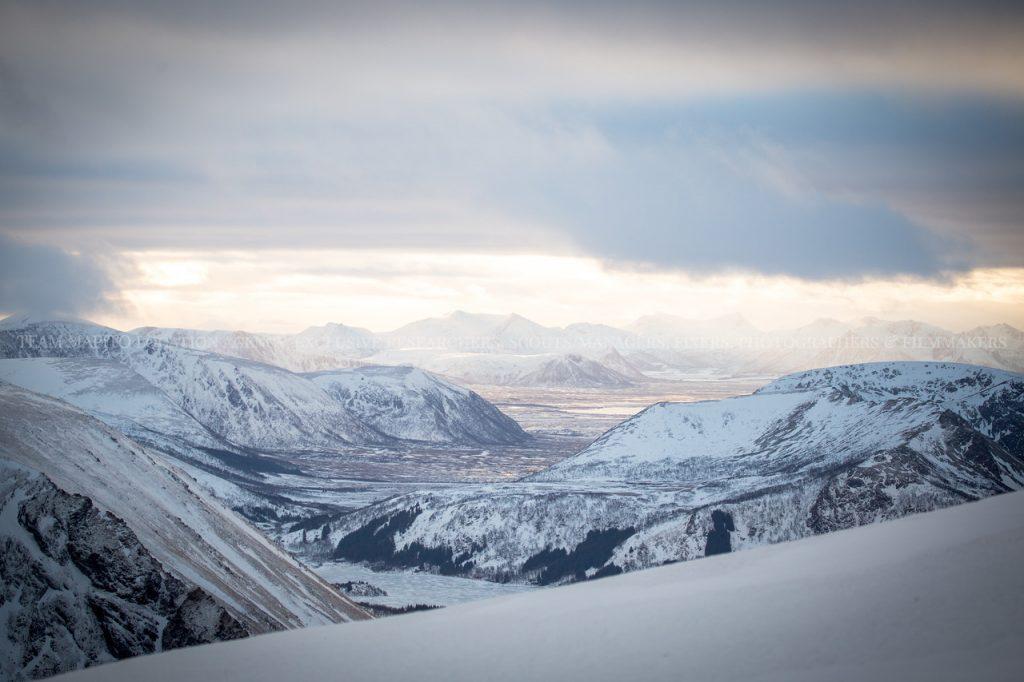 MAPITO Winter Mountain View Landscape